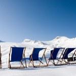 tumbonas vacías en Alpes — Foto de Stock