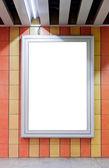пустой рекламный щит на стене — Стоковое фото