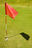 Red flag on a golf course — Stock Photo