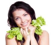 サラダを持つ女性 — ストック写真