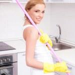 Hausfrau zu Hause — Stockfoto