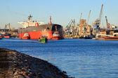 Maneuvers in port — Stock Photo