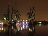大吊车和码头 — 图库照片