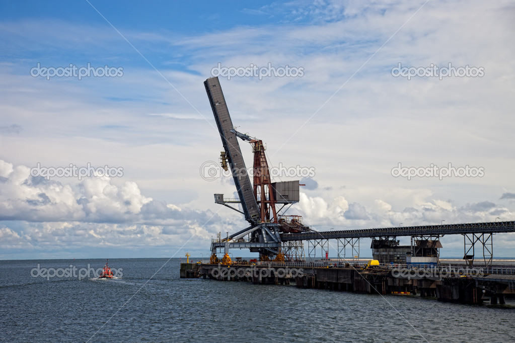 Terminal carbon of the boat in the background. — Stock Photo #8370670