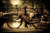 Amsterdam. Romantic canal bridge, bike — Stock fotografie