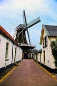 Moulin à vent, petit village historique pays-bas — Photo