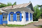 Russian rural house with carved windows — Stock Photo