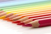 在白色背景上的彩色铅笔 — 图库照片