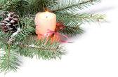 Tak van kerstboom met kaars en pinecone — Stockfoto