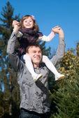 肖像画の父と娘の空を背景 — ストック写真