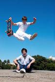 Skateboarder on a dangerous jump — Stockfoto