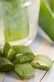 Aloe vera juice med färska blad — Stockfoto