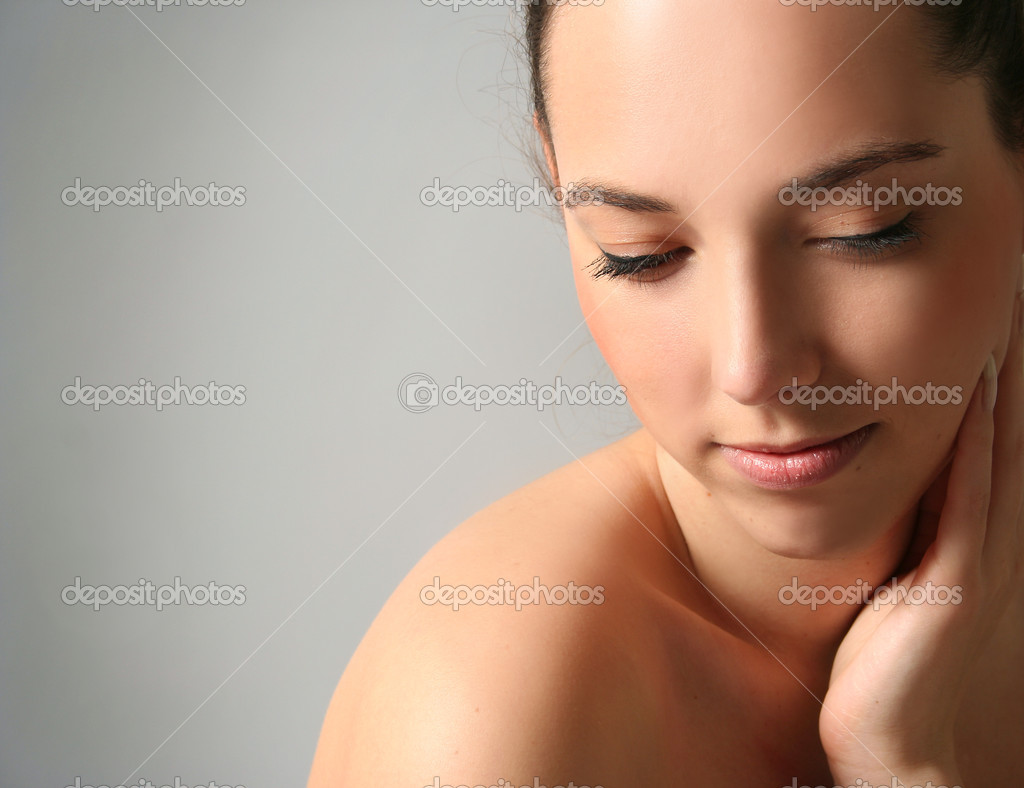 Beautiful young woman in spa — Stock Photo #10258845