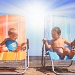 Friends on sun — Stock Photo