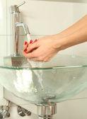 Las manos y agua — Foto de Stock