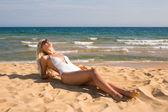 Girl relaxing on beach — Stok fotoğraf