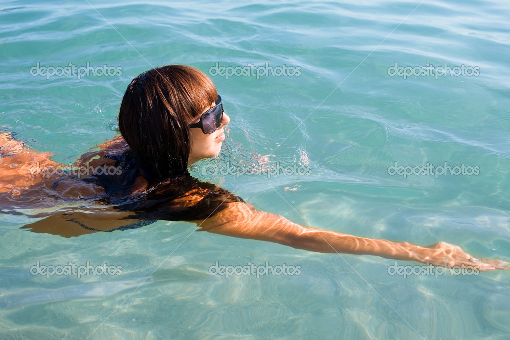 Девушка плавает в море — Стоковое фото © Stas_K #10055502: http://ru.depositphotos.com/10055502/stock-photo-girl-swims-in-the-sea.html