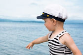 Little boy shows up on the sea. — Stock Photo
