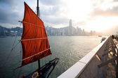 Sail-boat stands at the waterfront of Hong Kong — Stock fotografie