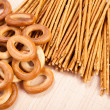 Foto Stock: Bread ring and breadsticks