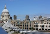 Millennium Bridge and St.Pauls Cathedral — Stock Photo