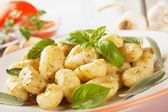 Gnocchi di patata with basilico and pesto — Stock Photo