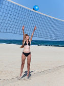 Attractive woman plays in beach volleyball — Stock Photo