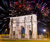 Celebratory fireworks over triumphal arch. Italy. Rome. — Stock Photo