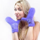 The young woman in bright mittens — Stock Photo