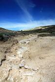 Heuvel onder de donker blauwe sky.greece. Rhodes — Stockfoto
