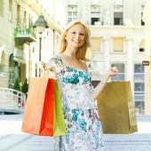 Attractive shopping woman — ストック写真