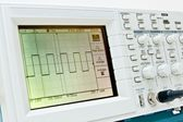 Digital oscilloscope with square wave on the screen — Stock Photo