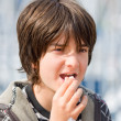 Kid eating popcorns — Stock Photo