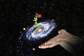 Kwiat w centrum galaxy.elements ten obraz dostarczony przez — Zdjęcie stockowe
