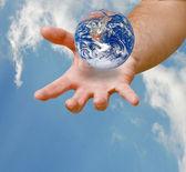 Planeet aarde op palm.elements van deze afbeelding ingericht door nasa — Stockfoto