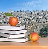 Green apple on open book — Stock Photo