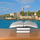 Książki na biurko — Zdjęcie stockowe