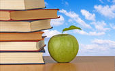 Green apple and books — Stok fotoğraf