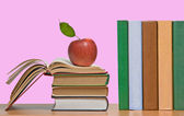 Red apples and row of book — Foto Stock