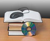 Books, dvd, and mouse — Stockfoto