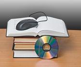 Książki, dvd i mysz — Zdjęcie stockowe
