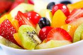 Meyve ve çilek salatası — Stok fotoğraf