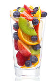Salade de fruits frais et baies en verre — Photo
