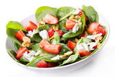 Salad with strawberry, spinach leaves and feta cheese — Stock Photo