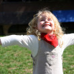 Kind und Frühling — Stockfoto