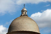 Pisa - Camposanto dome relating to the blue sky — Stock Photo
