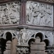 Pulpit by Nicola Pisano in the baptistery of Pisa — Stock Photo