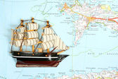 Ship on map — Stockfoto