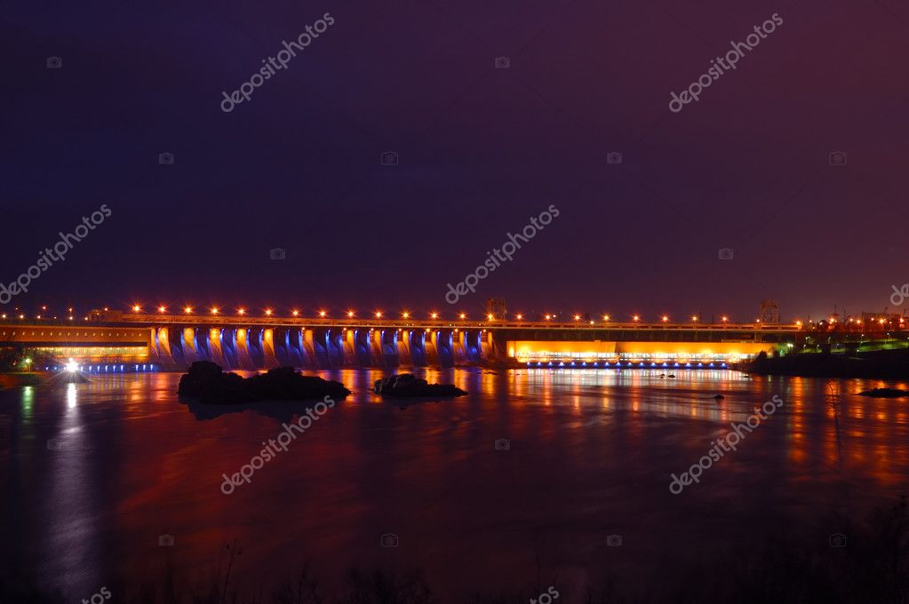 Hydroelectric dam in the night with colored lights, Zaporizhzhya, Ukraine — Stock Photo #9592657