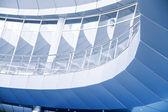 Afgerond balkons van glas en metaal in een modern interieur — Stockfoto